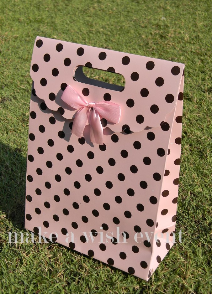 paper bag, akikah, aqiqah, birthday party, goodies, pink, black, polkadots